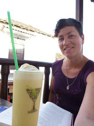 10.1360527621.maracuya-juice-and-a-book-love-it